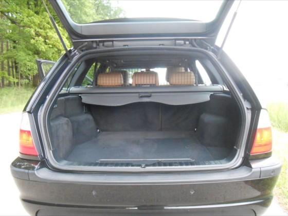 330xdA Touring Kofferraum